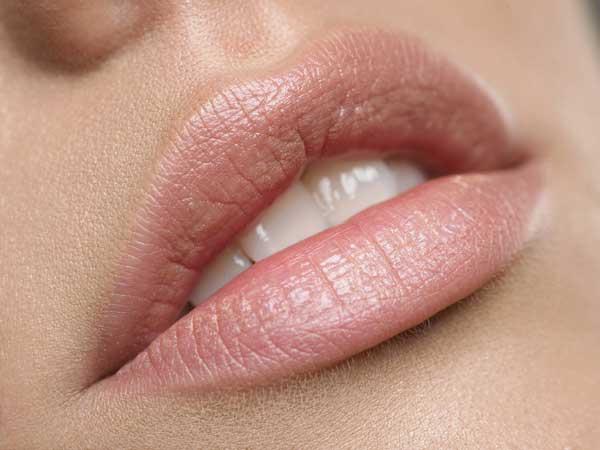 BerlinAesthetik - Lipppenformung, Lippenaufspritzen, Lippen konturieren,Dr. Eichhorn-Sens volle Lippen, Hyaluronsäure, Hyaluronsäure, Eigenfett - Beauty Treatment in Berlin Mitte